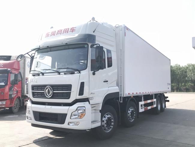 东风天龙9.6米高顶冷藏车(厢长9.6米)